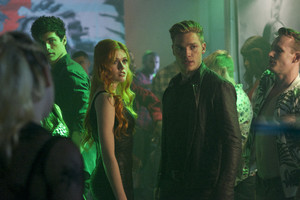 1x04 'Raising Hell' - Promotional Stills