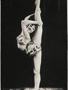 50's contortionist
