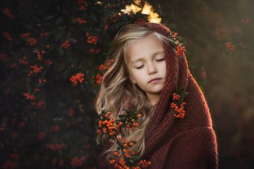 Sweety Babies Wallpaper Entitled Autumn Little Girl