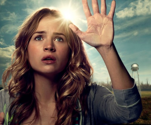 Brittany Robertson fondo de pantalla containing a portrait called Britt Robertson as Angie McAlister in Under the Dome