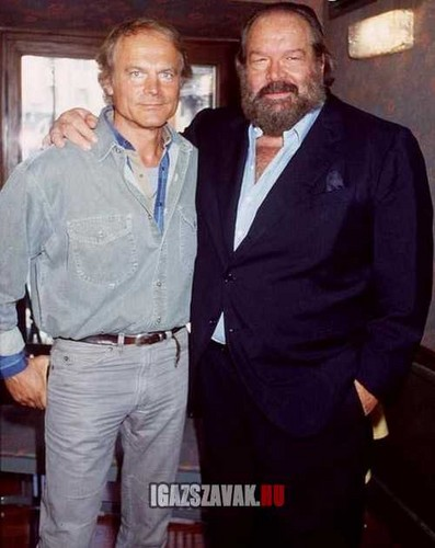 Bud Spencer karatasi la kupamba ukuta with a business suit called Bud Spencer s Terence kilima jra osztj k a pofonokat 2014 ben