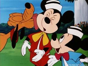 Walt Дисней Обои - Pluto the Pup & Mickey мышь