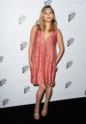 Elizabeth Olsen দেওয়ালপত্র titled Elizabeth Olsen