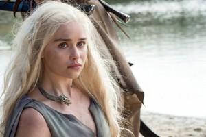 Emilia as Daenerys Season 6