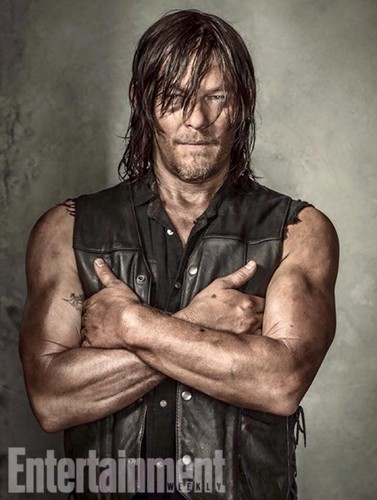 the walking dead wallpaper probably containing a bingkah, cowok entitled Entertainment Weekly Portraits ~ Daryl Dixon