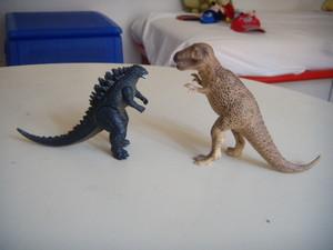 Godzilla e il tirannosauro.JPG