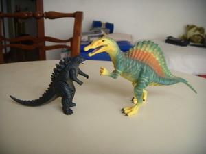 Godzilla e lo spinosauro.JPG