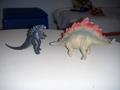 Godzilla e lo stegosauro.JPG - godzilla photo