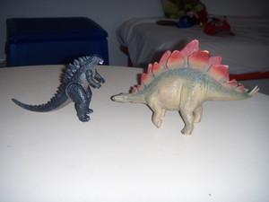 Godzilla e lo stegosauro.JPG