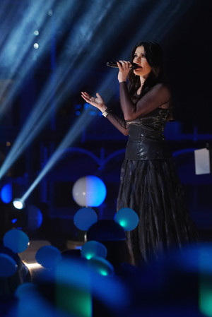 Idina Menzel Performs 'Let It Go' at Disney California Adventure