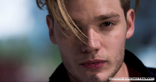 Shadowhunters TV Показать Обои probably containing a portrait titled Jace Wayland