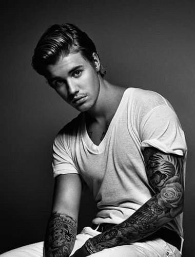 Justin Bieber achtergrond titled Justin Bieber