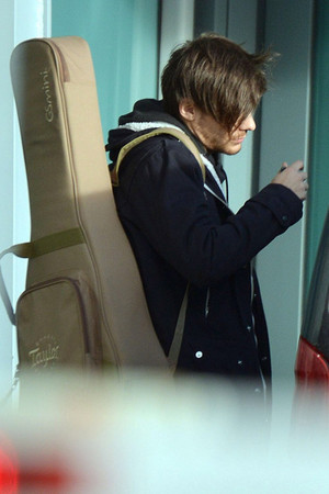 Louis at the Airport in Londres