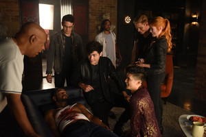 Shadowhunters - 1x06 - Of Men and एंन्जल्स - Promotional Stills