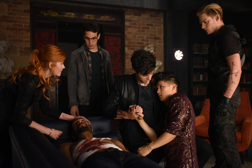 Shadowhunters - 1x06 - Of Men and ángeles - Promotional Stills
