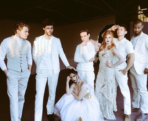 Shadowhunters TV Zeigen Hintergrund containing a bridesmaid called Shadowhunters for Bello Magazine