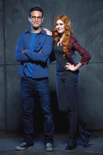 Shadowhunters TV Zeigen Hintergrund containing long trousers titled Simon and Clary