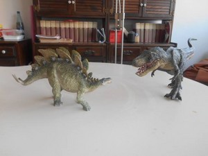Stegosauro contro T rex in stile Papo