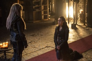 """The 100 """"Ye Who Enter Here,"""" (3x03) promotional picture"""