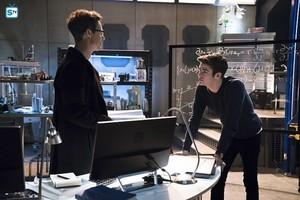 The Flash - Episode 2.12 - Fast Lane - Promo Pics