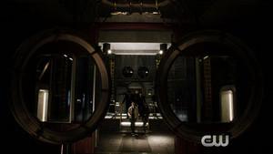 "The Flash season 2 episode 13 promo ""Welcome to Earth-2"""
