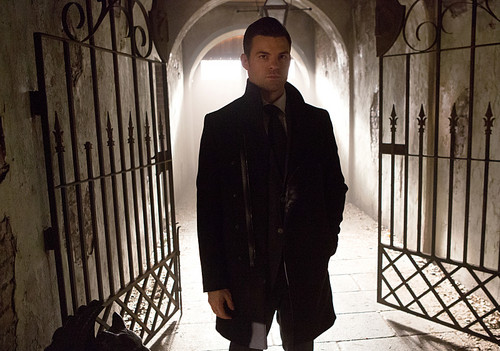 Teen テレビ shows 壁紙 with a holding cell, a penal institution, and a jail titled The Originals 3.10 ''Ghost of the Mississippi''