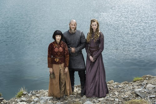 Vikings (TV Series) karatasi la kupamba ukuta entitled Vikings Yidu, Ragnar and Aslaug Season 4 Official Picture