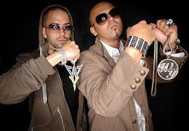Wisin y Yandel Hintergrund possibly containing a well dressed person, a box coat, and an outerwear called Wisin y Yandel