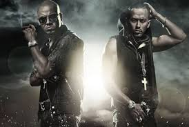 Wisin y Yandel 바탕화면 probably containing a 분수 and a 라이플 총병, 라이플 맨, 라이플 총 병 called Wisin y Yandel