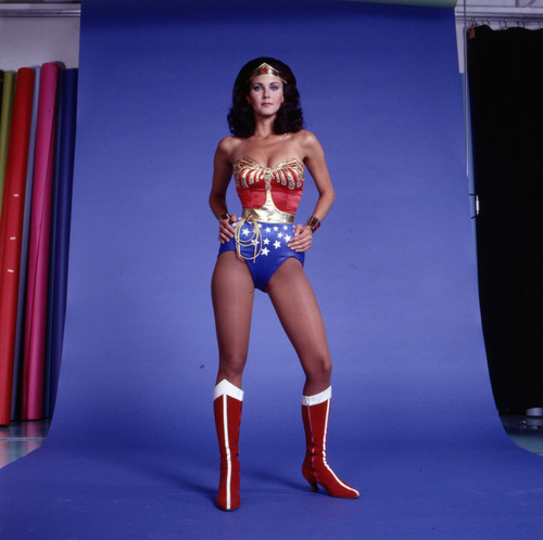 लिंडा कार्टर वॉलपेपर containing a स्विमिंग सूट titled Wonder Woman