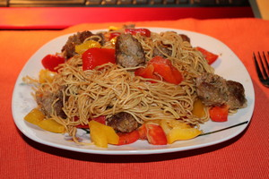 """asian noddle with paprika and meatballs in teriyakisouce˜""""*°•.ƸӜƷ"""
