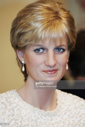 Princess Diana پیپر وال probably with a portrait called madame tussauds princess diana