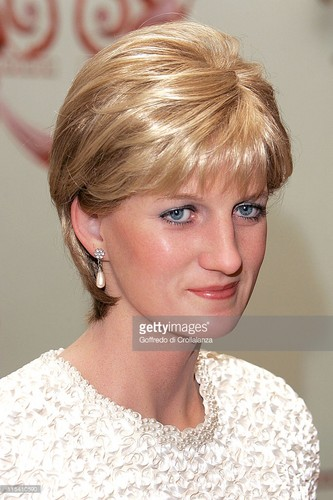 Princess Diana achtergrond with a portrait called madame tussauds princess diana