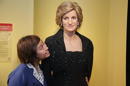 Princess Diana karatasi la kupamba ukuta containing a portrait entitled madame tussauds princess diana
