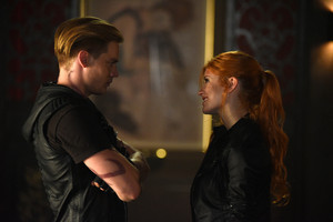 'Shadowhunters' 1x06 Of Men and thiên thần (stills)