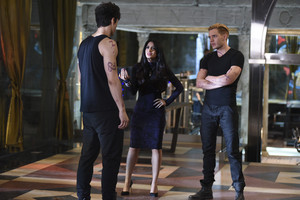 'Shadowhunters' 1x09 Rise Up (stills)
