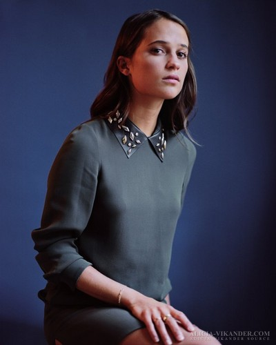 Alicia Vikander দেওয়ালপত্র possibly containing a well dressed person called 'Testament of Youth' portraits 2