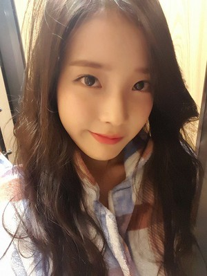 160317 IU's Fan Cafe Selca Update