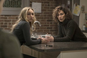 1x11 - The Breach - Tess and Harlee