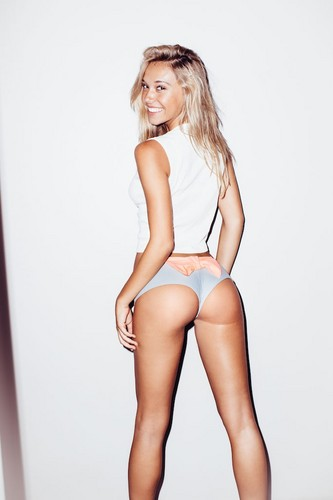 Alexis Ren wallpaper probably with a bustier, a leotard, and a swimsuit called Alexis Ren 1