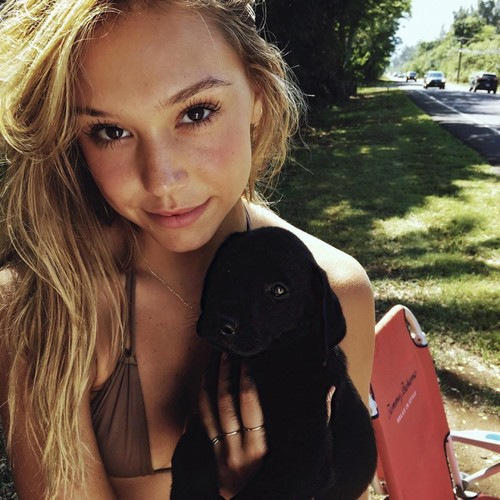 Alexis Ren hình nền probably with a barrow titled Alexis Ren