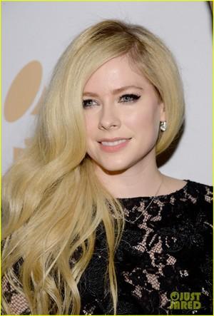 Avril Lavigne - Grammy's - 2016