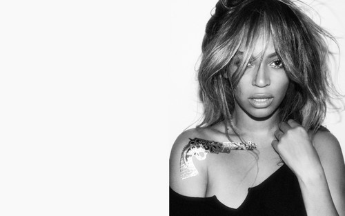 Beyonce wallpaper entitled Beyonce glitter tattoo