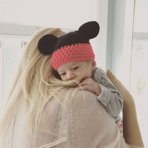 "Luisana Lopilato ""No сено, сена nada más lindo que abrazar a este hermoso ratoncito!"" #eliasbuble"
