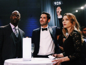 Chloe Decker and Lucifer Morningstar - 1x07 Wingman