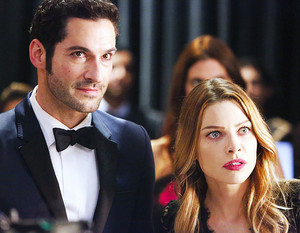 Chloe Decker and Lucifer Morningstar - 1x07 Wingman