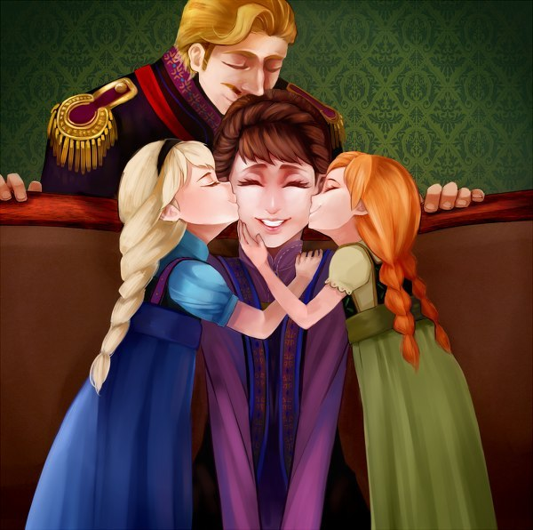 Elsa and Anna with queen Iduna and King Agnarr
