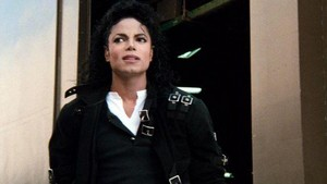 FRIEND: MJ Is So Boring. ME: wewe Need To See A Doctor.