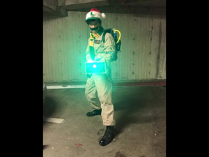 Ghostbuster Luigi casts a festive light!