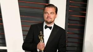 Holding the Oscar